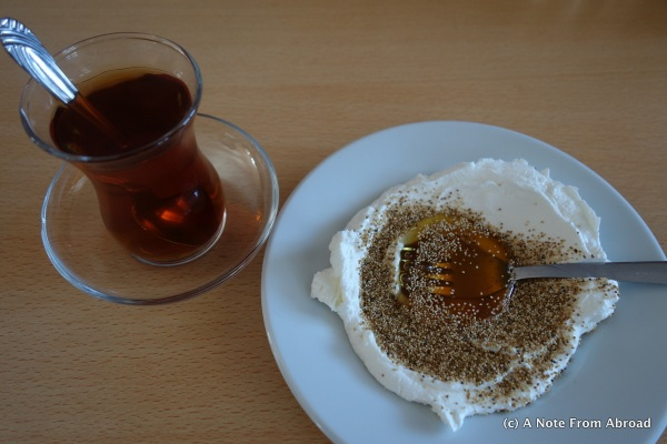 Yoghurt, honey and opium poppy seeds