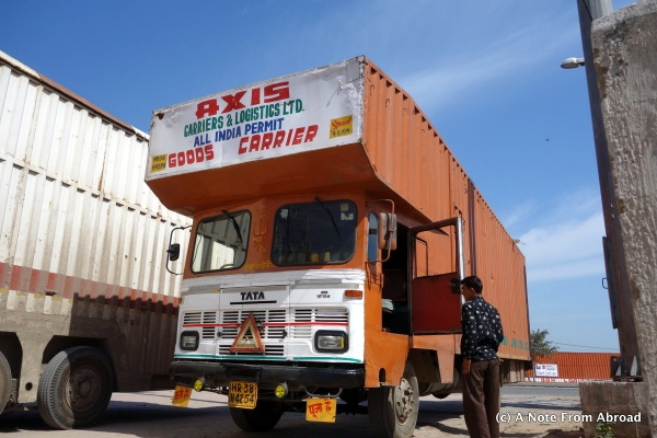 Sea containers transformed and fit onto truck bodies