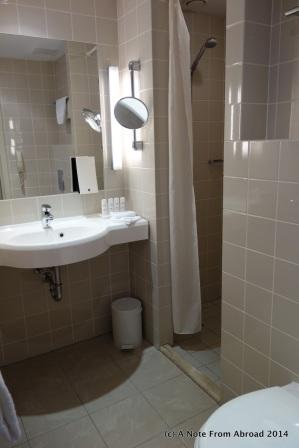 Bathroom (no bathtub this time)