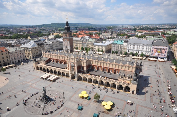 Main Market Square as seen from St. Mary's Basilica (photo by Jorge Lascar)