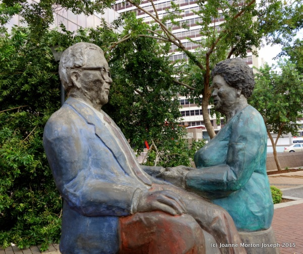 Statue of Walter Sisulu and his wife