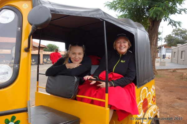Yulia and Joanne in a Tuk Tuk