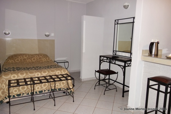Hotel room in Harare - CASH only!