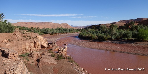 Crossing over the river to enter Ait-Benhaddou