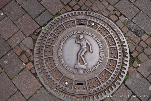Manhole cover with Schangelbrunnen